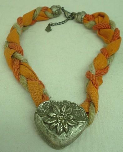 Valerie Collier orange/rot - mit Herz aus Metall